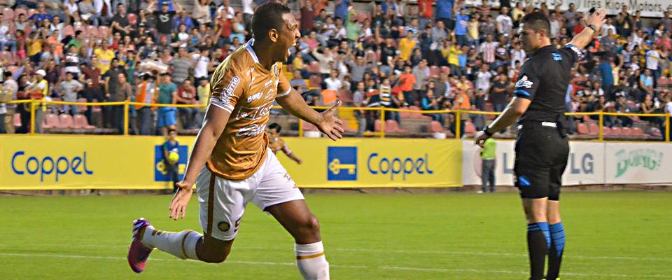 Roberto Nurse llegó a 8 goles y es líder del Goleo Individual