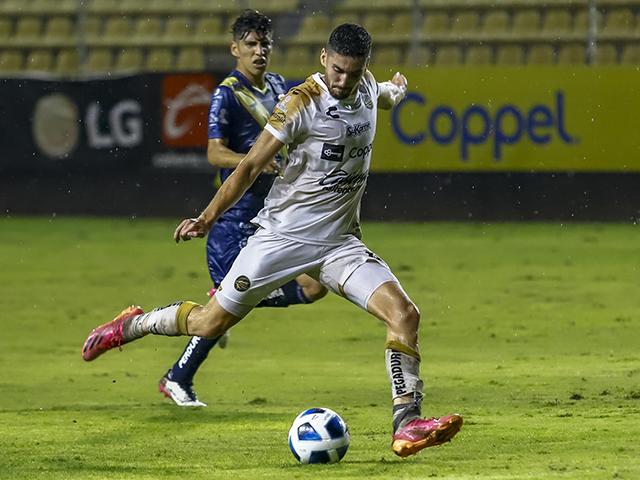 Paolo Yrízar anotó doblete en La Pecera