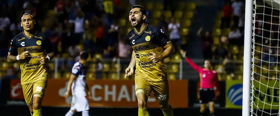 Escoto anotó el gol de la ventaja (Foto: Enrique Serrato)