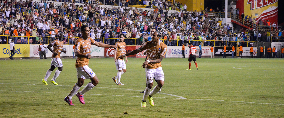 Vinicio consiguió la segunda anotación para el equipo de Sinaloa frente a Club Necaxa
