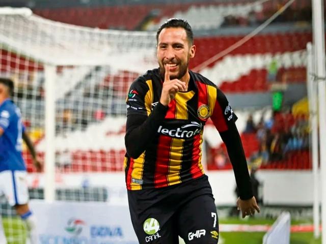 Vázquez figuró en el circuito con Leones Negros
