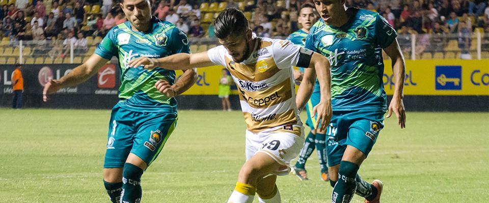 Vinicio Angulo llega como líder de goleo de la división