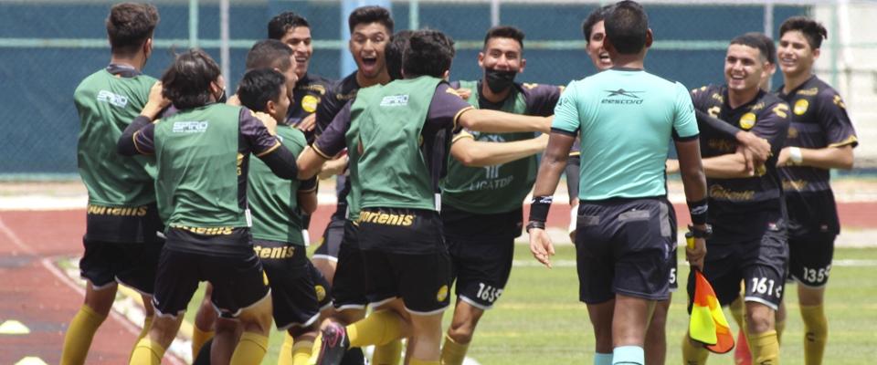 Mirsha Herrera anotó un golazo en la cancha de Cancún
