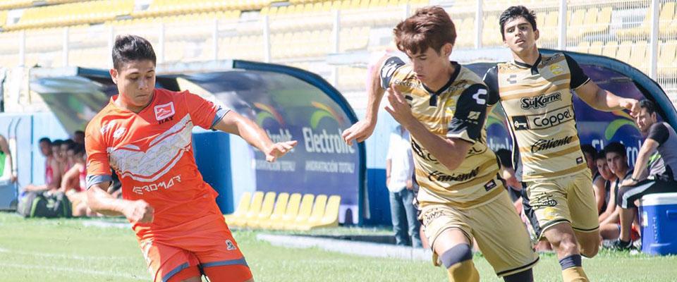 Johan Mendívil anotó uno de los tres tantos del encuentro.
