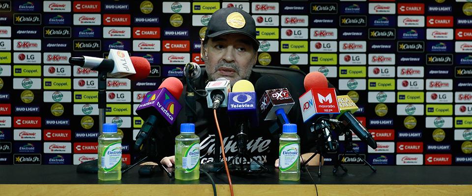 Maradona en Conferencia de Prensa