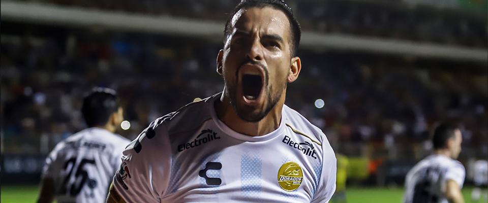 Báez anoto el tanto Dorado (Foto: Enrique Serrato)