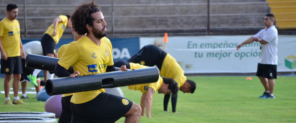 Ábrego cuenta en su palmarés con dos ascensos a Primera División