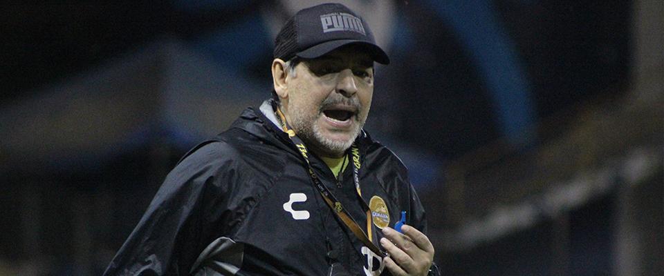 Vinicio Angulo y Diego Maradona al término del entrenamiento