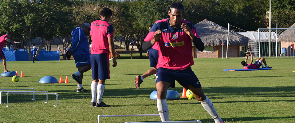 Vinicio Angulo se ha convertido en pieza fundamental en el once de Carlos Bustos