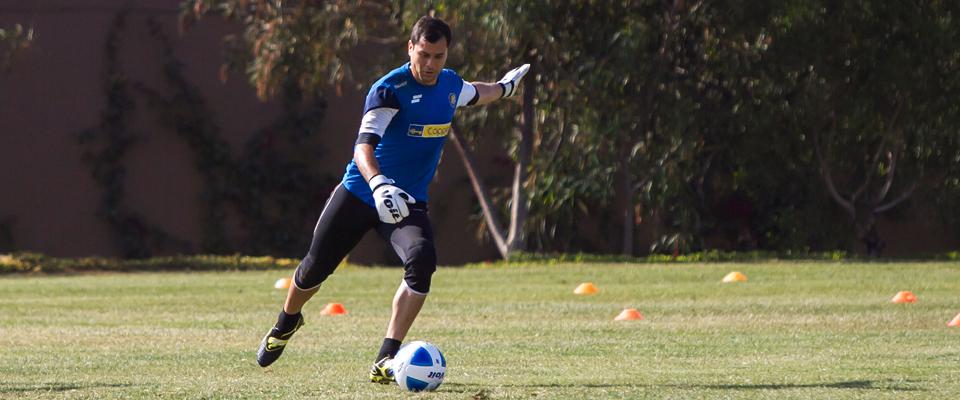 Adrián llega para defender el marco dorado en la próxima temporada