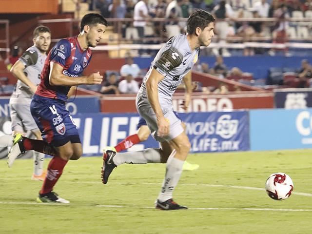 Carlos Villanueva disputó todo el partido en Cancún