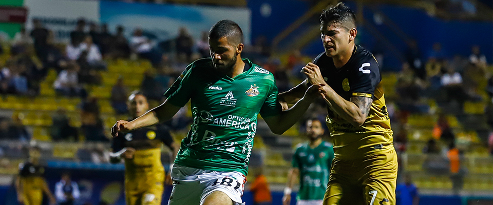 Alonso Escoboza anotó un golazo ante TM Fútbol Club